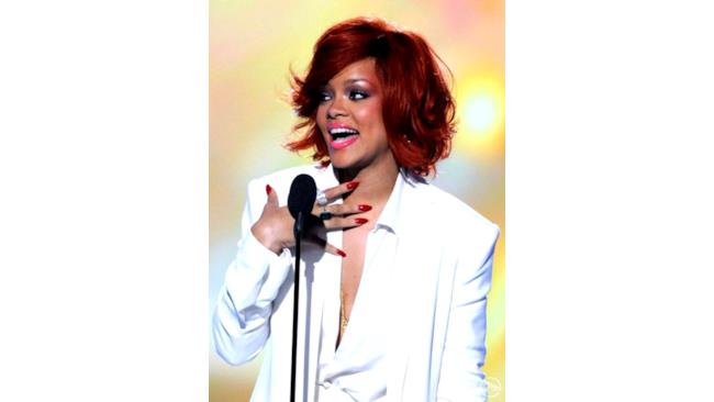 Rihanna ritira il premio Billboard Music Awards