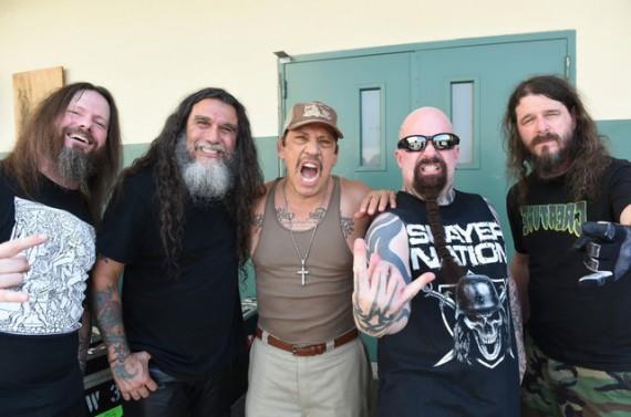 Gli Slayer durante una pausa dalle riprese
