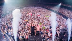 "Dimitri Vegas & Like Mike durante il loro show ""Bringing home the madness"""