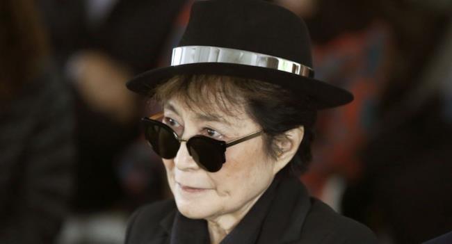 L'artista giapponese Yoko Ono