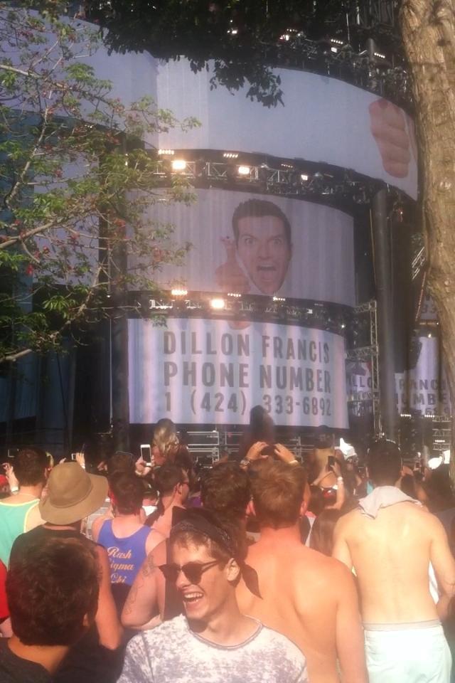 DJ Snake ha proiettato il numero di Dillon Francis in diretta al UMF