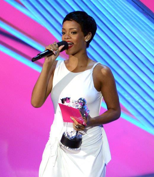 Rihanna ritira il premio agli MTV Video Music Awards