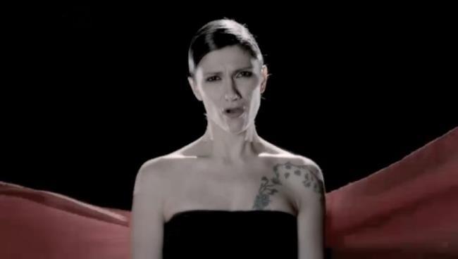 Elisa canta il nuovo singolo 2014