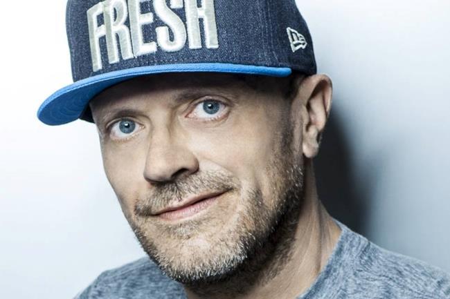 Max Pezzali con cappello Fresh