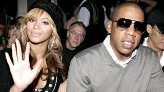 Beyoncé in compagnia del marito Jay Z con occhiali scuri