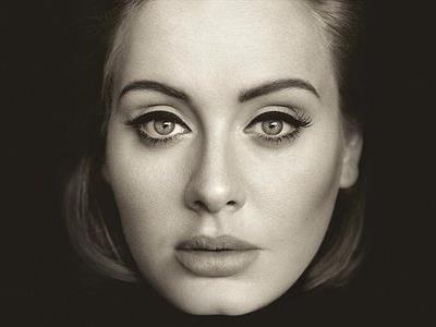 Adele in bianco e nero sulla cover di 25
