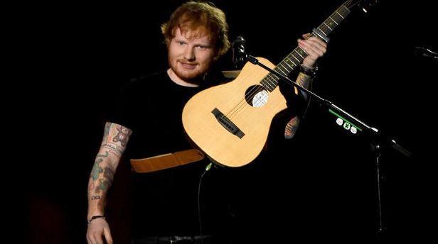 Ed Sheeran sul palco dei Billboard Music Awards 2015
