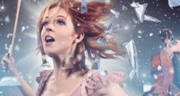 Lindsey Stirling con in mano il violino