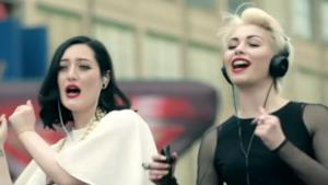 Un frame della pubblicità di agosto 2014 di X Factor 8