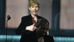 Kanye West con Beck sul palco dei Grammys 2015