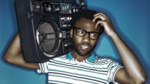 Donald Glover di The Community: nel rap di Silk Pillow ci mette pure Beck
