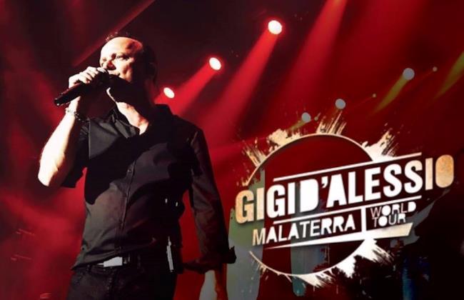 Gigi D'Alessio sul palco del Malaterra World Tour