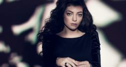 Lorde look dark completamente vestita di nero