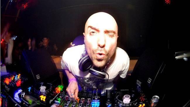 Technasia, nome d'arte del DJ parigino Charles Siegling