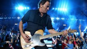 Bruce Springsteen suona la chitarra al Super Bowl 2009