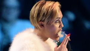 Miley Cyrus Fuma una canna