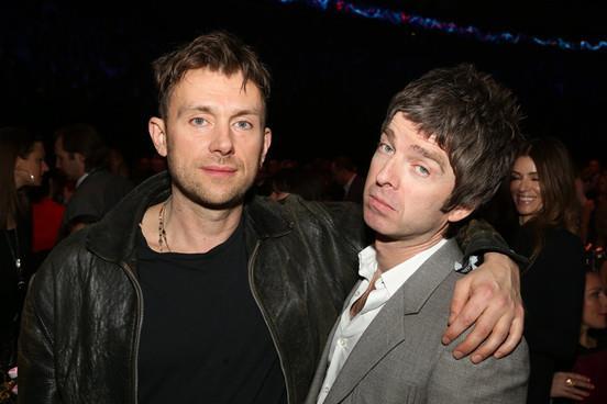 Damon Albarn abbraccia Noel Gallagher