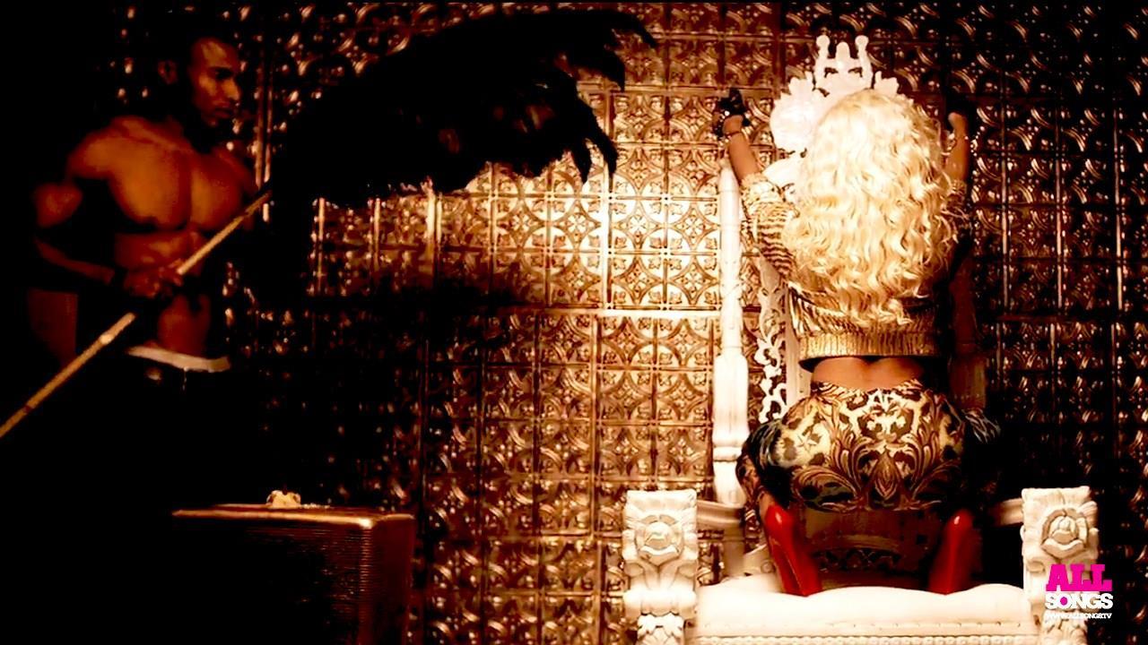 Nicki Minaj -  il culone nel video dell'amico French Montana