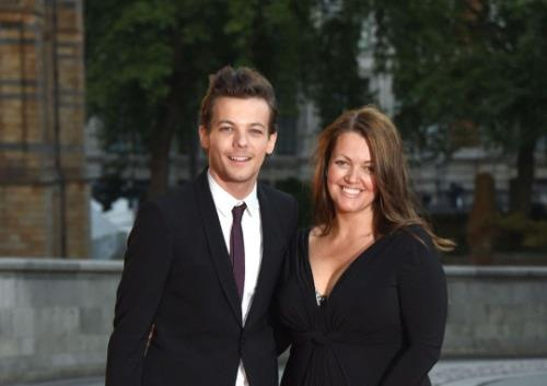 Louis Tomlinson degli One Direction con la madre Johannah Deakin