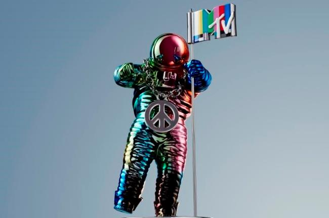 MTV Video Music Awards 2015, il premio Moonman disegnato da Jeremy Scott