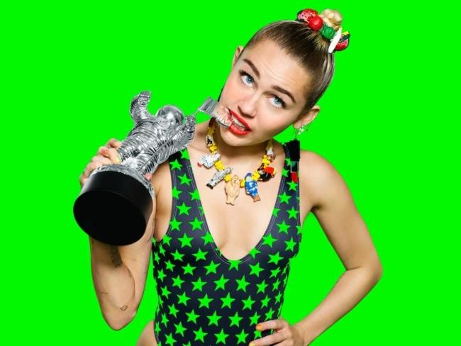 Miley Cyrus e il Moonman - Video Music Awards 2015