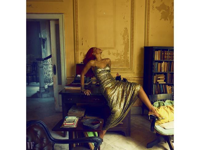 Rihanna hot in una stanza
