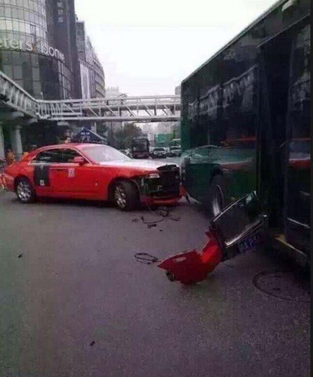 La Rolls Royce rossa di Psy nell'incidente con un bus