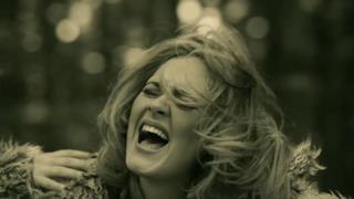 Adele nel video ufficiale di Hello