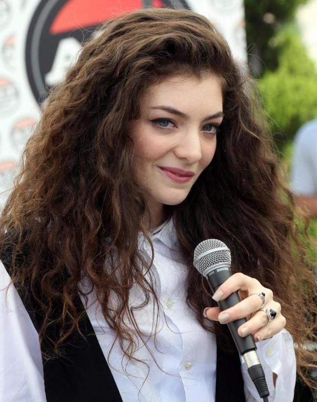 """Lorde vince con """"Royals"""""""