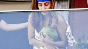 Lady Gaga in topless a Rio de Janeiro foto 2012