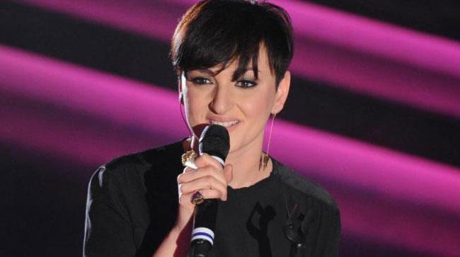 Arisa canta sul palco di Sanremo 2014