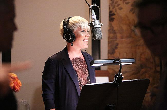 La cantante americana P!nk in studio di registrazione