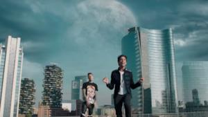 Fedez e Mika nel video ufficiale di Beautiful Disaster