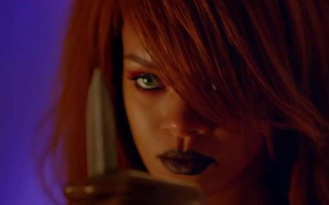 Rihanna nel video di Bitch Better Have My Money