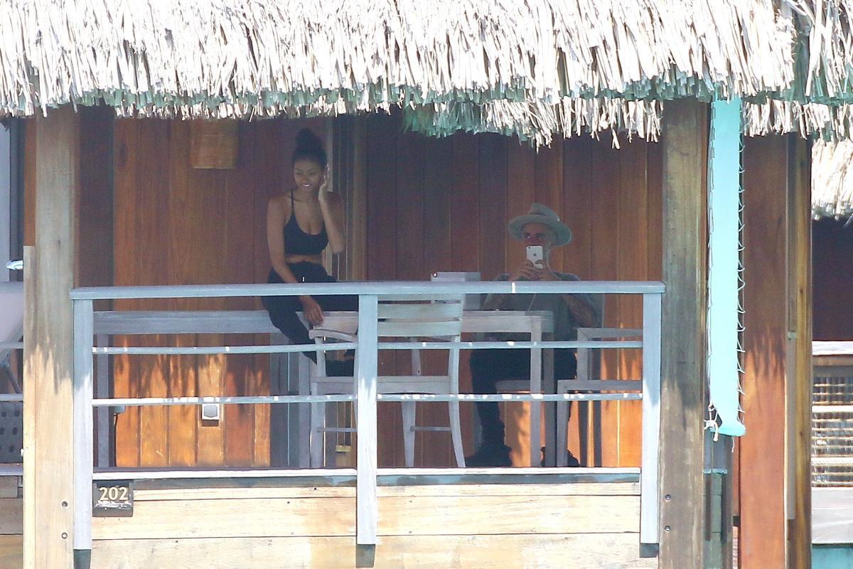 Justin Bieber in un bungalow a Bora Bora con la trombamica Jayde Pierce