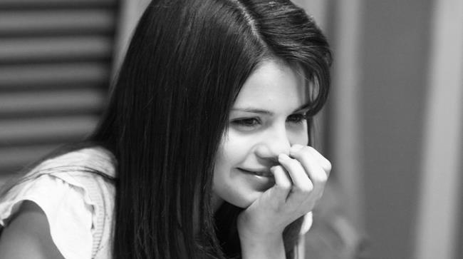 Selena Gomez in una romantica foto in bianco e nero