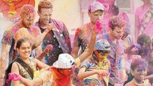I Coldplay a Mumbai durante il festival Holi