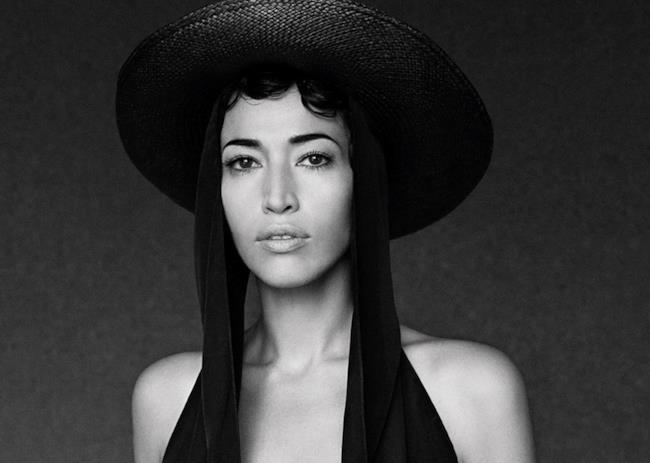 Nina Zilli con capello in bianco e nero