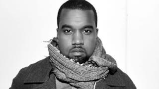 Primo piano di Kanye West con la sciarpa