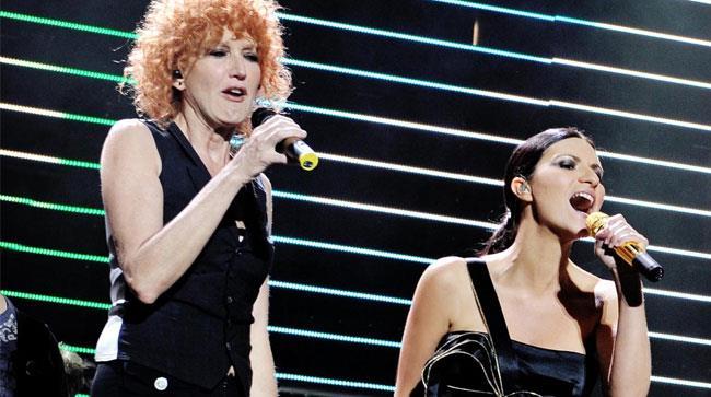 Fiorella Mannoia e Laura Pausini cantano insieme sul palco