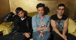Nate Ruess con gli altri 2 membri della band Fun
