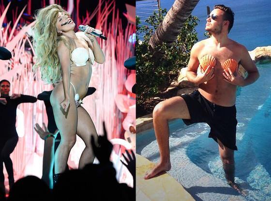 Liam Payne e Lady Gaga con costumi di conchiglie