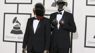 I Daft Punk durante la loro partecipazione ai Grammy Awards