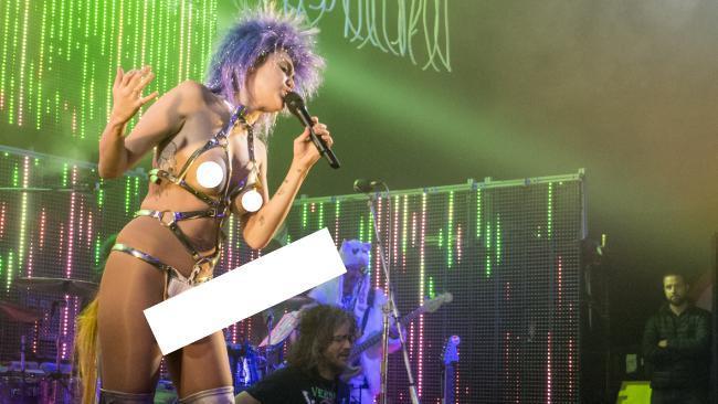 Miley Cyrus shock sul palco