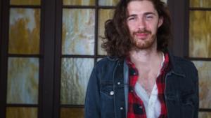 Nella foto Hozier, giovane cantautore irlandese di fama internazionale