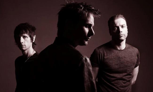 I 3 componenti dei Muse sulla locandina di Drones World Tour