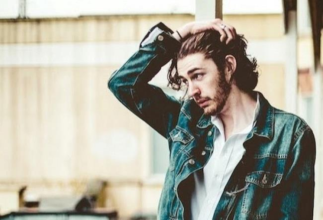 Hozier, il cantante di Take me to Church