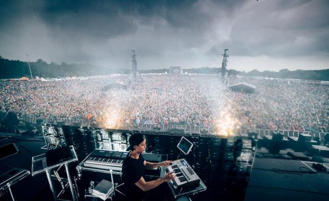 Kygo in azione davanti a 60 000 spettatori.