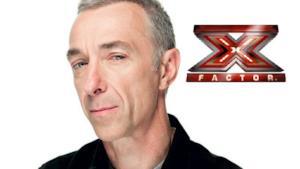 Linus con il logo di X Factor Italia