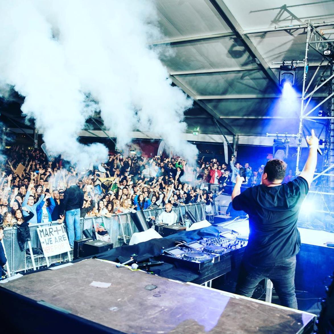 Justin Mylo sul palco del Wake Up!